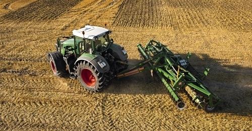 Fendt 826 Tractor