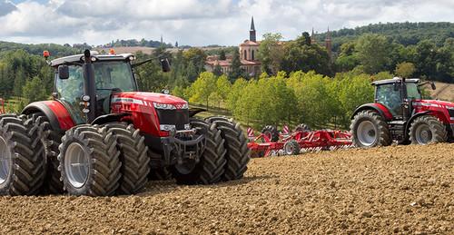 Massey Ferguson 8737 tractor
