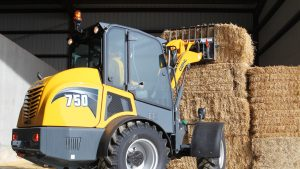 Gehl 750 stacking bales