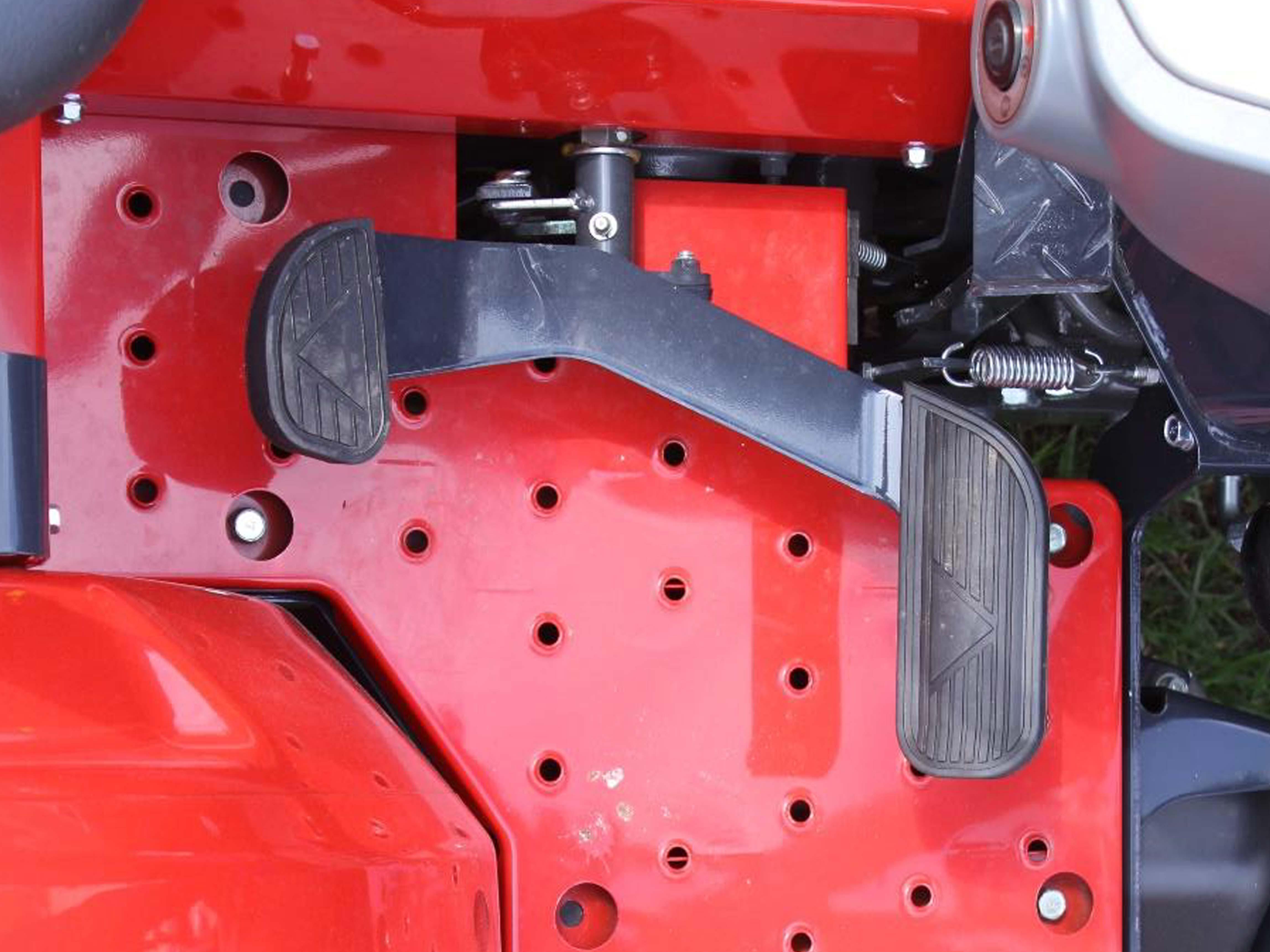 Massey Ferguson 1800E Hydrostatic Pedal